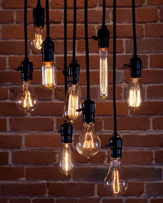You Dont Even Want A Lamp Or Chandelier When You Have A Handful Of Those Distinctive Carbon Filament Bulbs Bombillas Bombillas De Edison Bombillas Colgantes