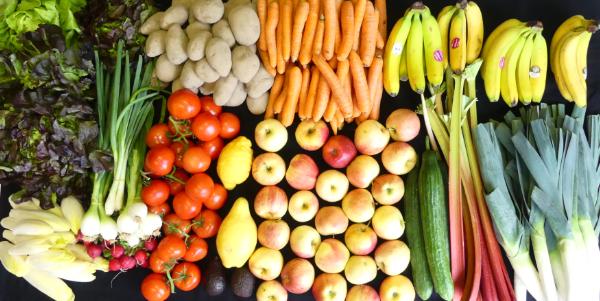 Votre panier bio pour 8 personnes  #uglyfruits #bio #organic #zurich #neuchâtel  #geneve #fooddelivery #uglyfruits #uglyfruitsandvegetables #uglyfruiters #bio #biofood #organic #organicfood #food #foodista #veggie #veggiefood #green #greenfood #vegetarisch #vegetarian #basket #panierbio #biofüralle #suisse🇨🇭 #switzerland #schweiz🇨🇭