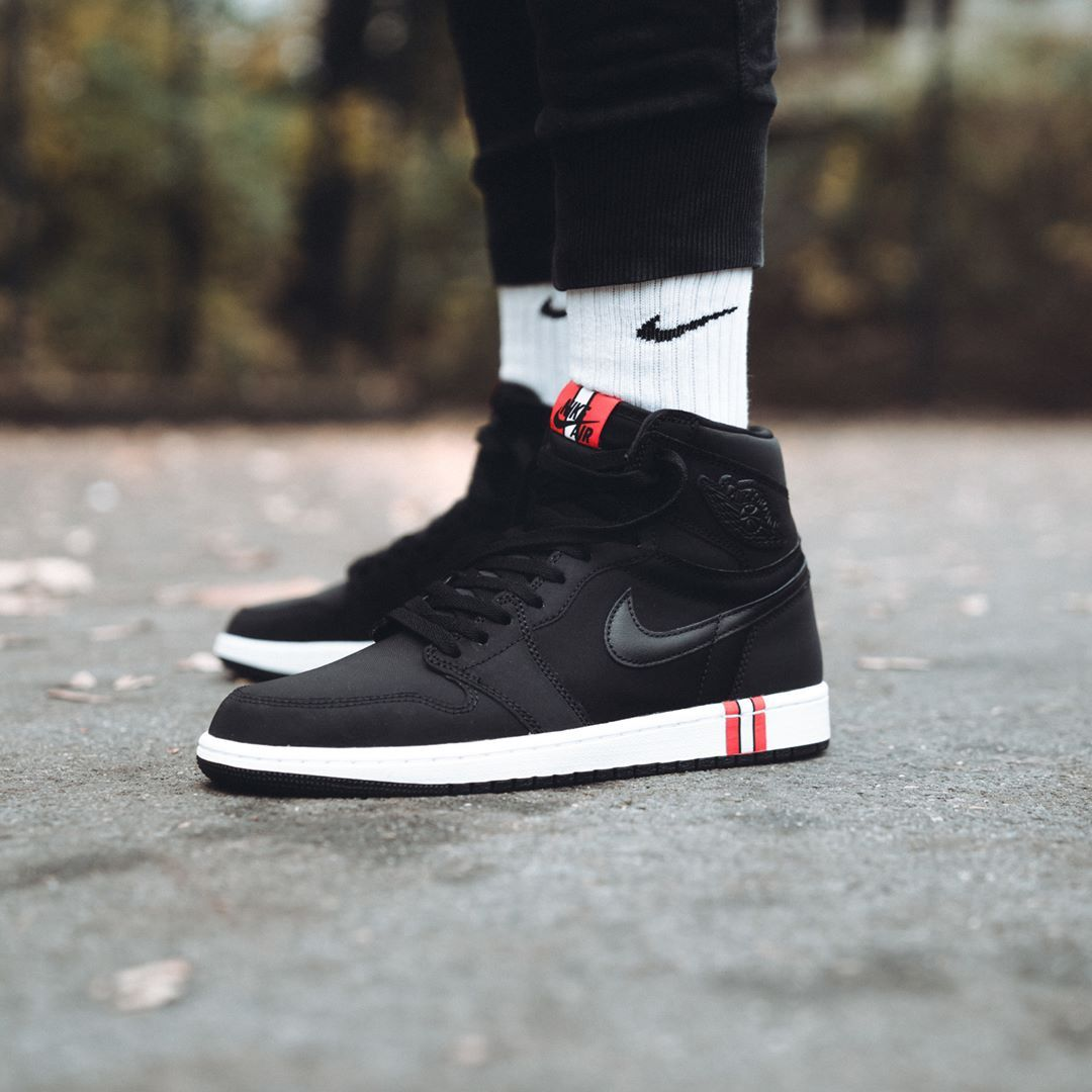 check out 10947 2bee6 The PSG x Air Jordan 1 dropped today via Nike and several ...
