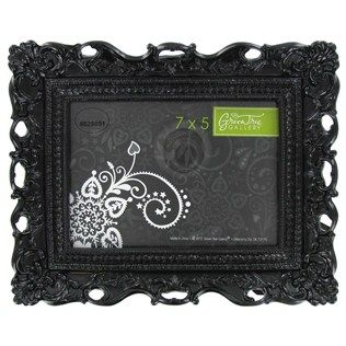Show Off Your Favorite Photo From The Year In This 7 X 5 Black Glossy Ornate Resin Picture Frame Picture Frame Shop Ornate Frame Ornate Picture Frames