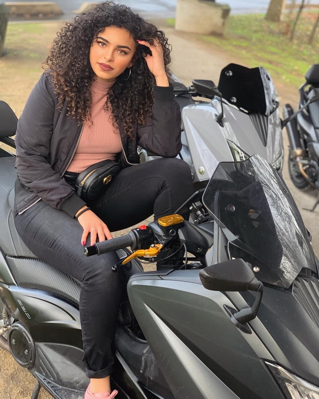 Ines Curly On Instagram Vous Avez Fait Quoi De Vos Vacances Les Gars Ral Annabiyaparis Coiffure Et Beaute Beaute Marocaine Meuf