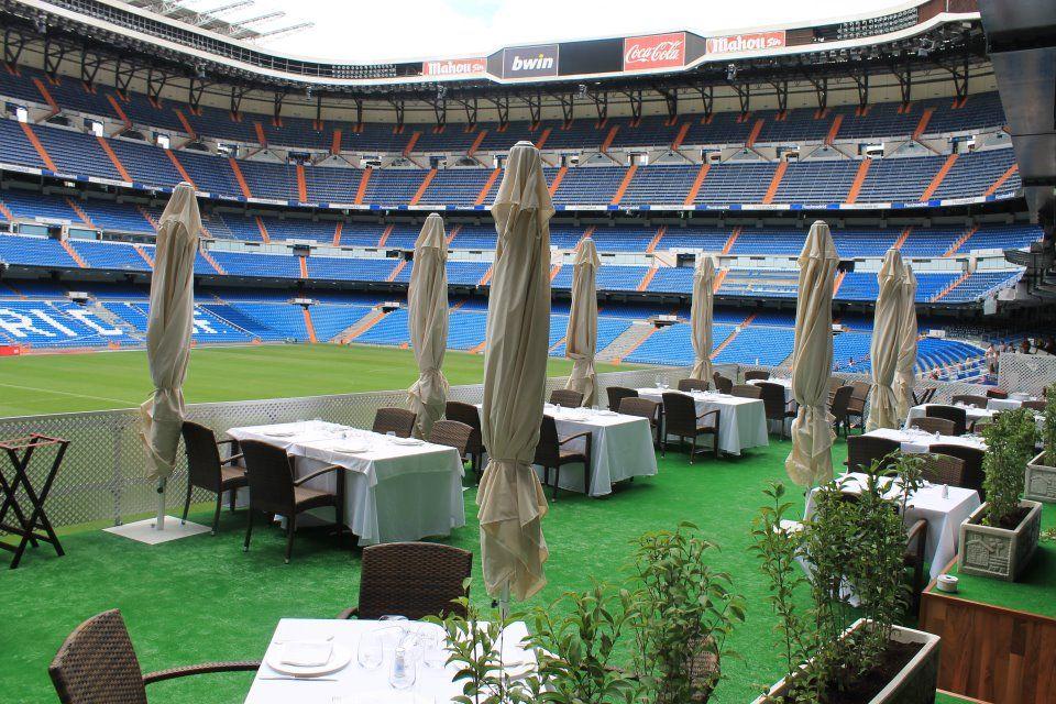 Nuestra Espectacular Terraza Dentro Del Campo De Fútbol