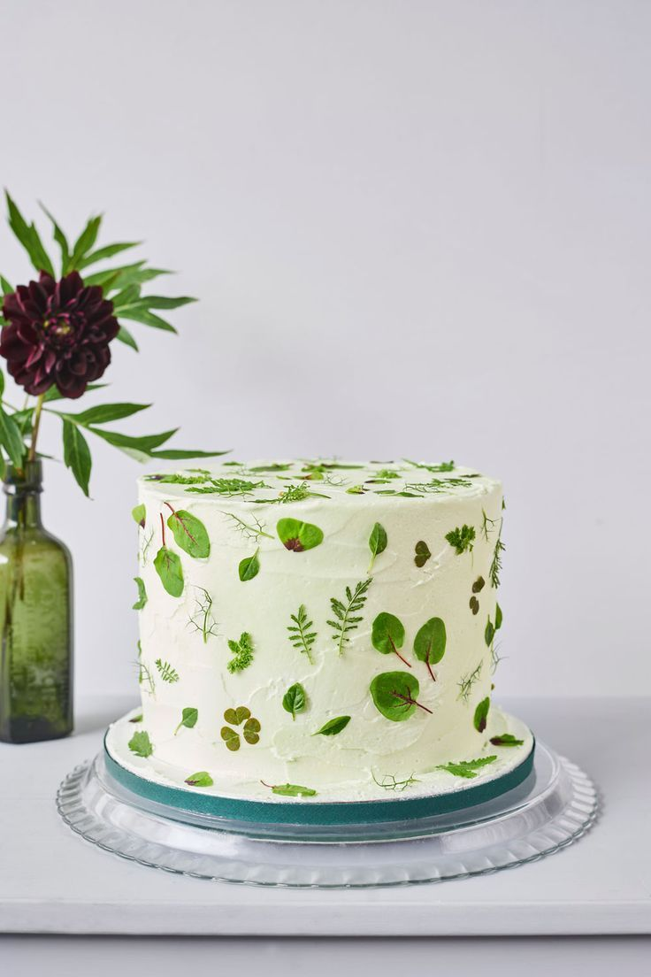 How To Decorate A Wedding Or Celebration Cake With Edible Flowers Petals #celebrationcakes