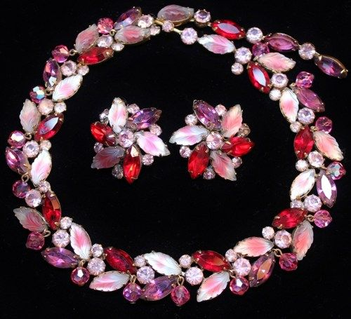 Vintage Kramer Molded Givre Art Glass Rhinestone Necklace Earrings Demi is simply fabulous and a magnificent find!  This simply stunning demi is comprised of wonderful cranberry and white molded givre