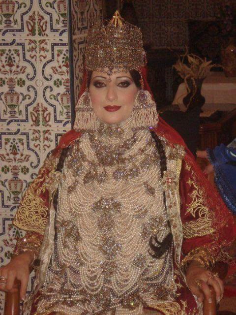الشدة التلمسانية لباس يحول العروس الجزائرية الي اميرة في يوم زفافها منتديات درر العراق Arabic Clothing Traditional Outfits Clothes For Women
