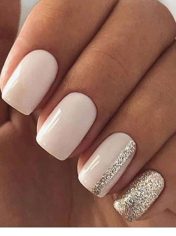 Nice White Gel Nails With Silver Glitter Short Square Nails Square Nail Designs Neutral Nails