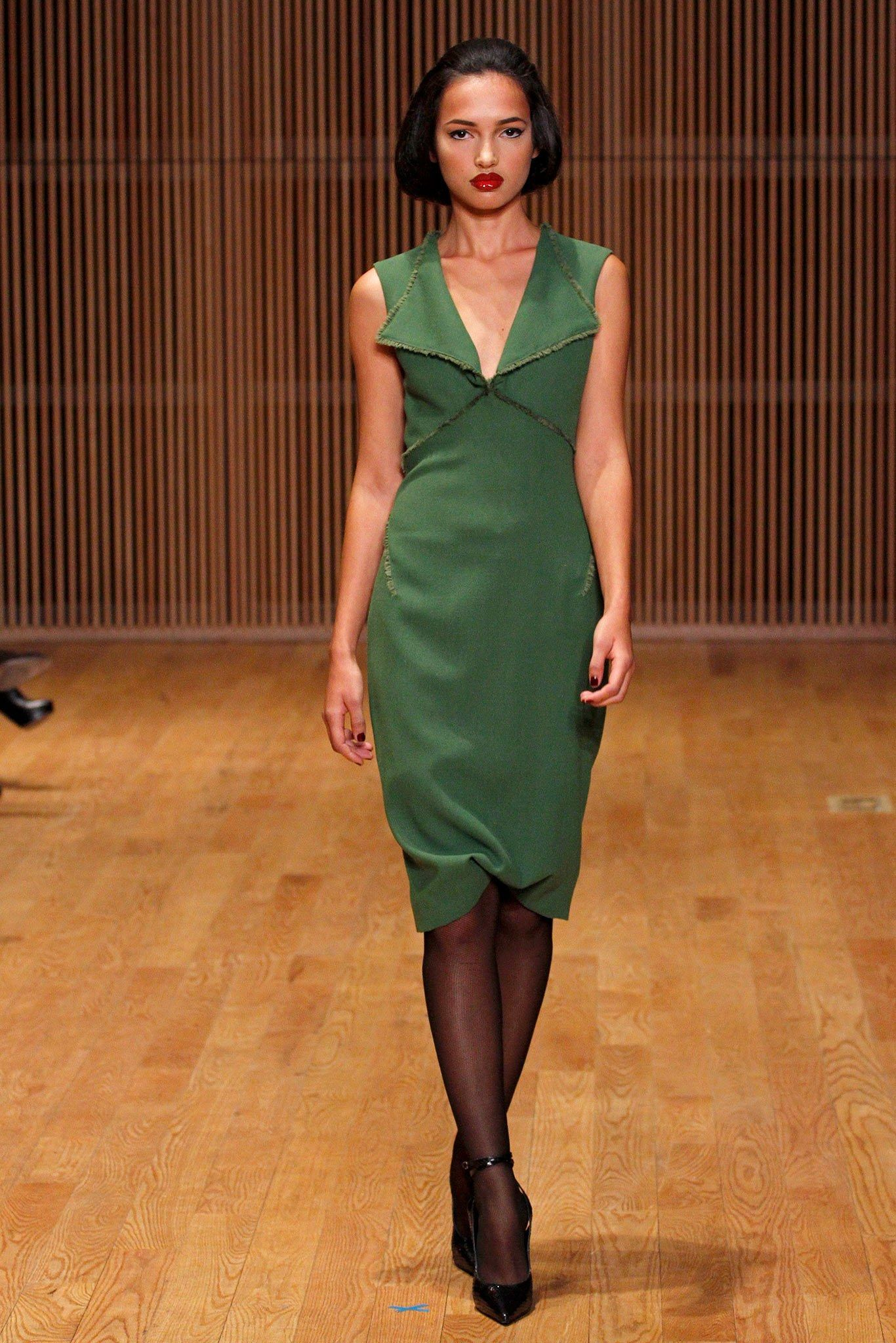 See the complete Douglas Hannant Fall 2013 Ready-to-Wear collection.