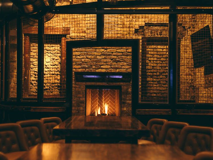 30 Chicago Bars And Restaurants With Fireplaces Chicago Bars