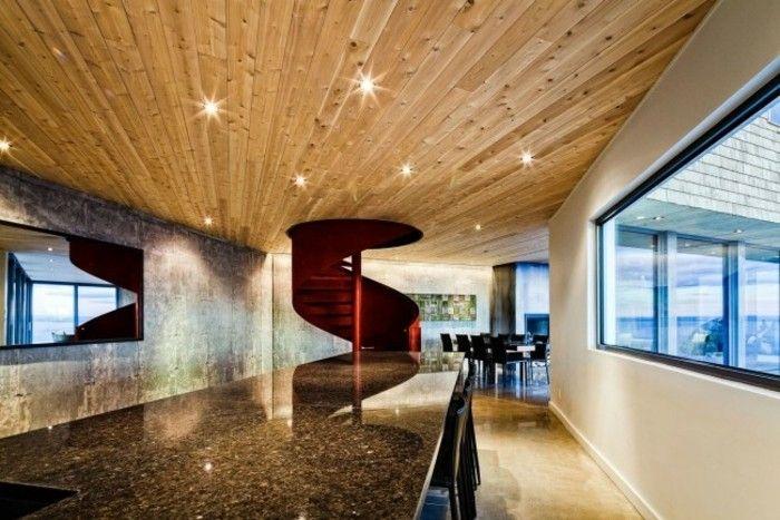 escalera de caracol roja en la casa moderna