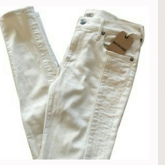 ❄TRUE RELIGION WINTER WHITE JEANSSUPER SKINNY ❄️❄️HALLE SIZE 29 SUPER SKINNY MID RISE JEANS!!!!! THESE JEANS RETAIL FOR 248.00!!!!!❄️SEE PICS FOR DETAILING❄️❄️ True Religion Jeans Skinny