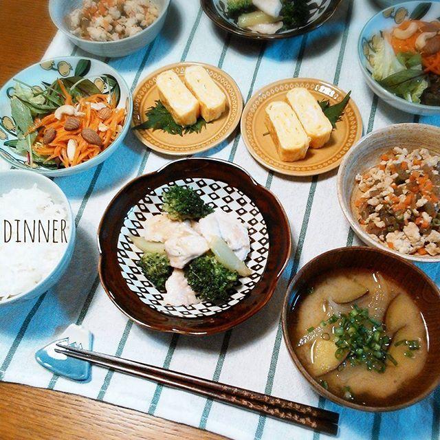 kumi_nico* 今日の夜ごはん.∗̥✩⁺ * * ・鶏とブロッコリーの塩炒め #SHIORIレシピ ・具だくさん炒り豆腐 ・にんじんのナッツ和え ・だし巻き玉子 ・さつまいもと玉ねぎのみそ汁 * * まだ、そこまで酷くないけど… 目がかゆーい(×_× ) イヤな花粉の季節… * * * #おうちごはん#うちごはん#夜ごはん#夕飯#晩ごはん#ふたりごはん#dinner#food#foodphoto#foodpic#instapic#instafood#cooking#onmytable#onthetable#料理#手料理#献立#食卓#Japanesefood#washoku#KURASHIRU#kaumo#和食#フライパンレシピ#家庭料理#日々#暮らし#くらし
