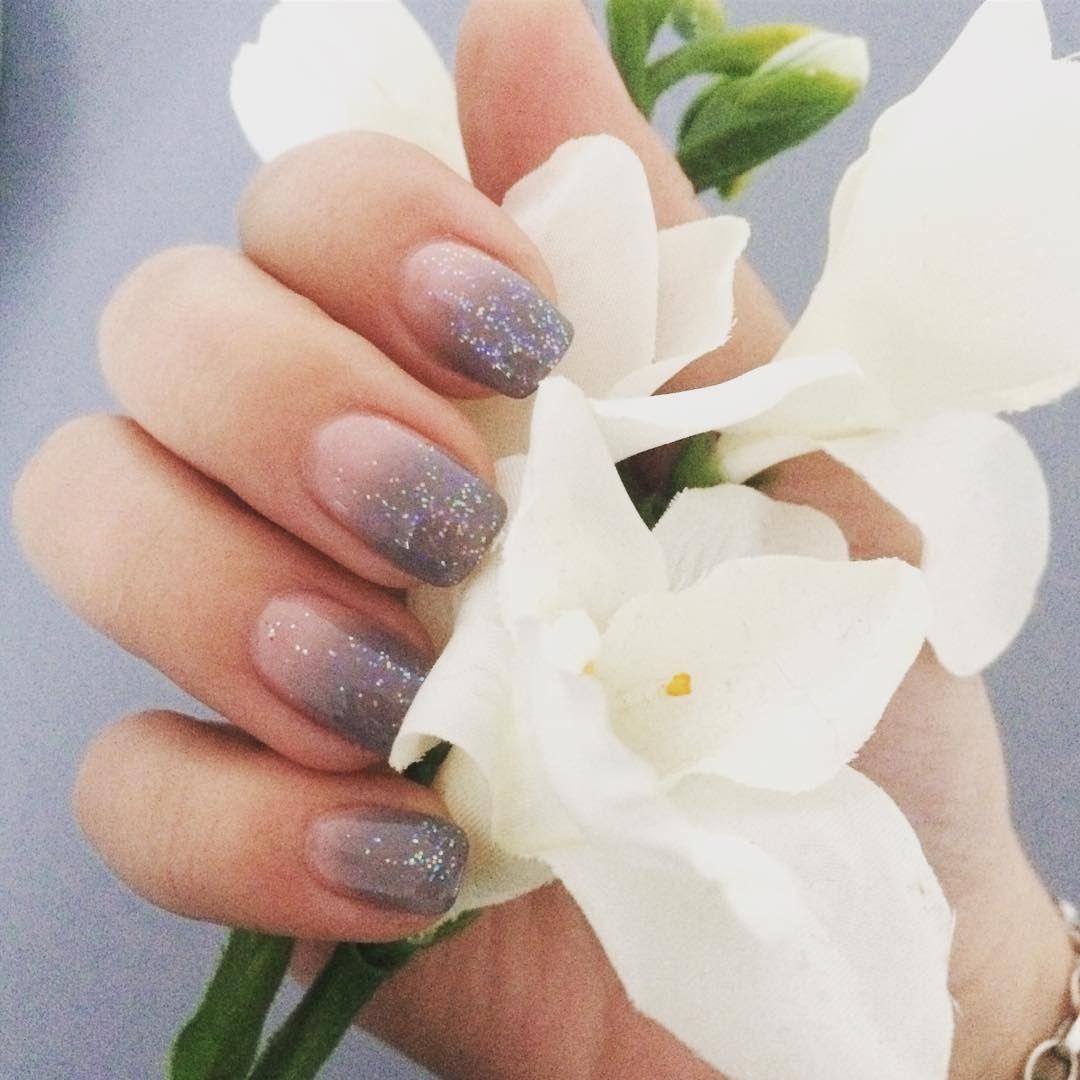 💅🏻 #ombre #ombrenails #grey #glitternails #glitter #naildesign ...