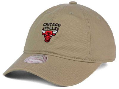 270dc20529e Chicago Bulls Mitchell and Ness NBA Dad Hat Strapback