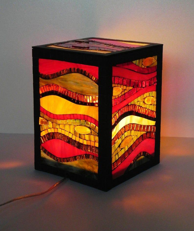 Lampe Debout En Mosaique De Verre Teinte Lampe De Plancher Lampe De Table D Accent Dans Des Couleurs Chaudes Rouge Jaune Orange Ambre Mosaic Glass Stained Glass Candles Mosaic Lamp
