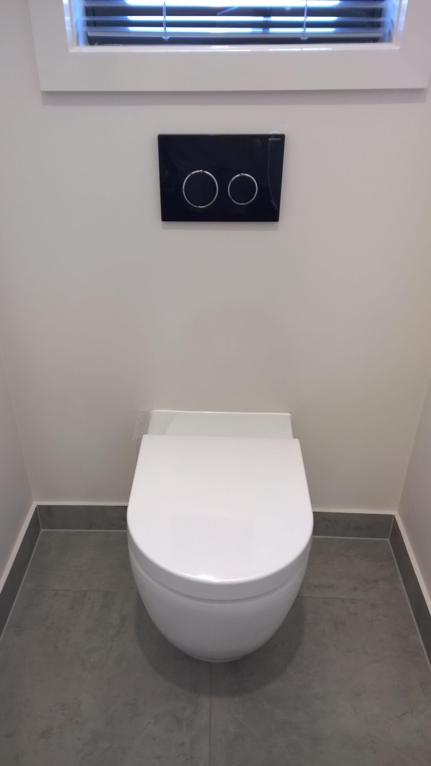 Black Toilet Flushing Buttons Black Toilet Toilet Flush Toilet