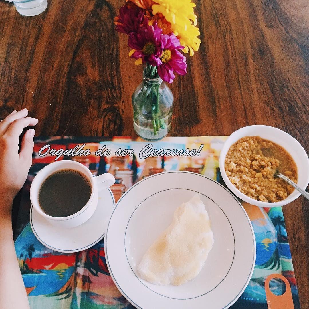 """""""Orgulho de ser cearense. ❤️ Cafézinho, tapioca e cuzcuz. Quem ama? O @hotelsonata é quem está recepcionando as minhas amigas blogueiras aqui em Fortaleza,…"""""""
