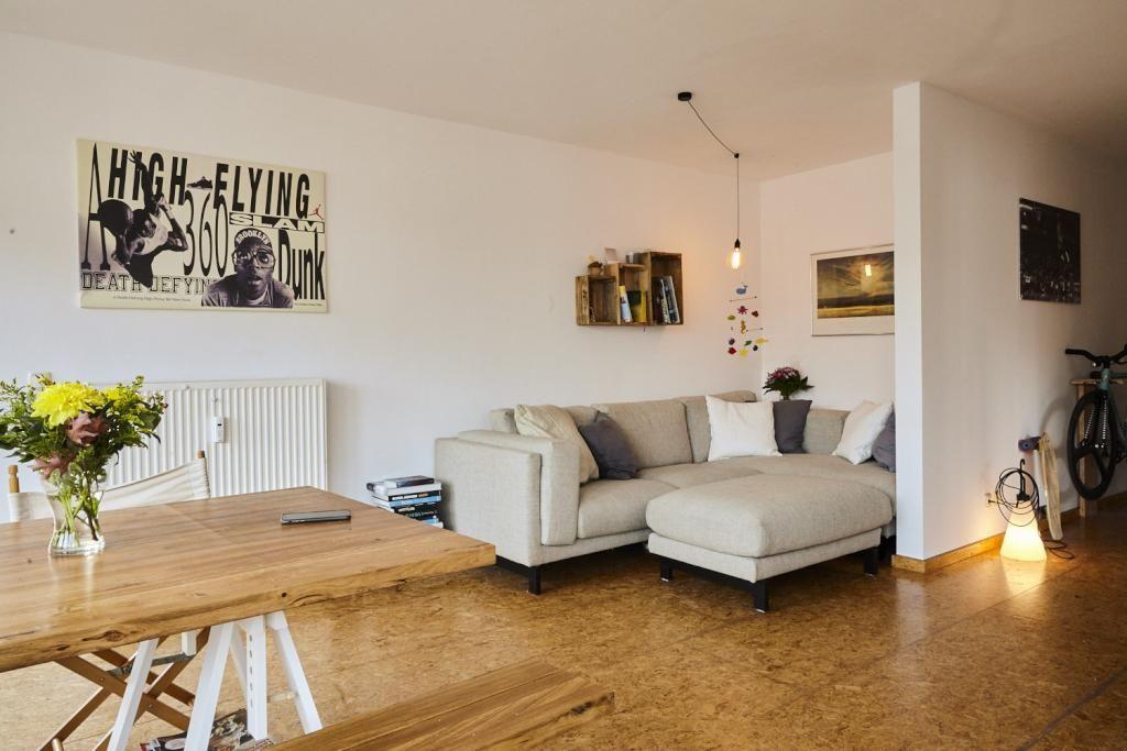 Einrichtungs Idee Furs Wohnzimmer Gemutliche Couchecke Mit Kissen Kunstdrucken Und Gemutlicher Beleuchtung Hamburg Livingro Wohnen Dekor 3 Zimmer Wohnung