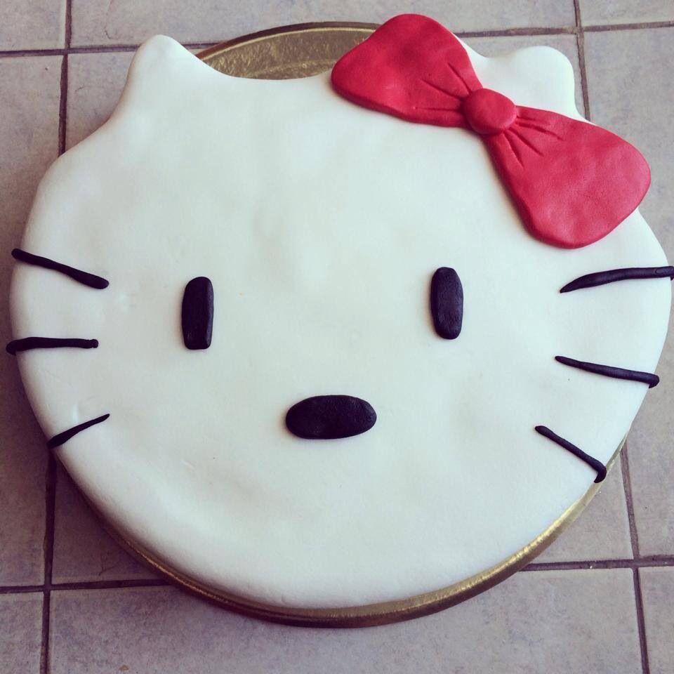 Bizcochuelo de vainilla con duraznos y dulce de leche Hello Kitty