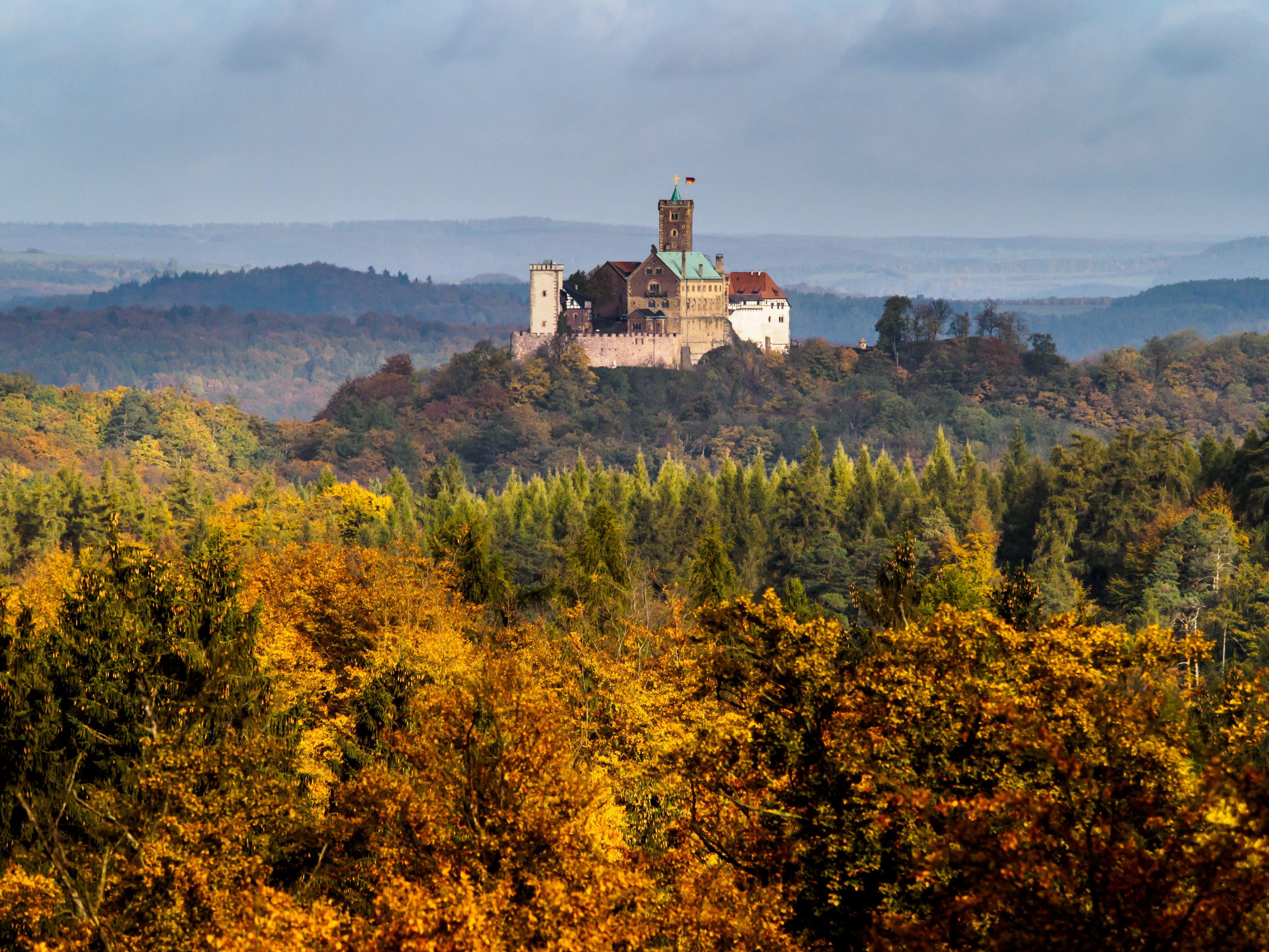 Blick Von Der Hohen Sonne Auf Dem Rennsteig Nahe Eisenach Auf Die Wartburg Foto Sascha Willms Burgen Und Schlosser Burg Thuringen