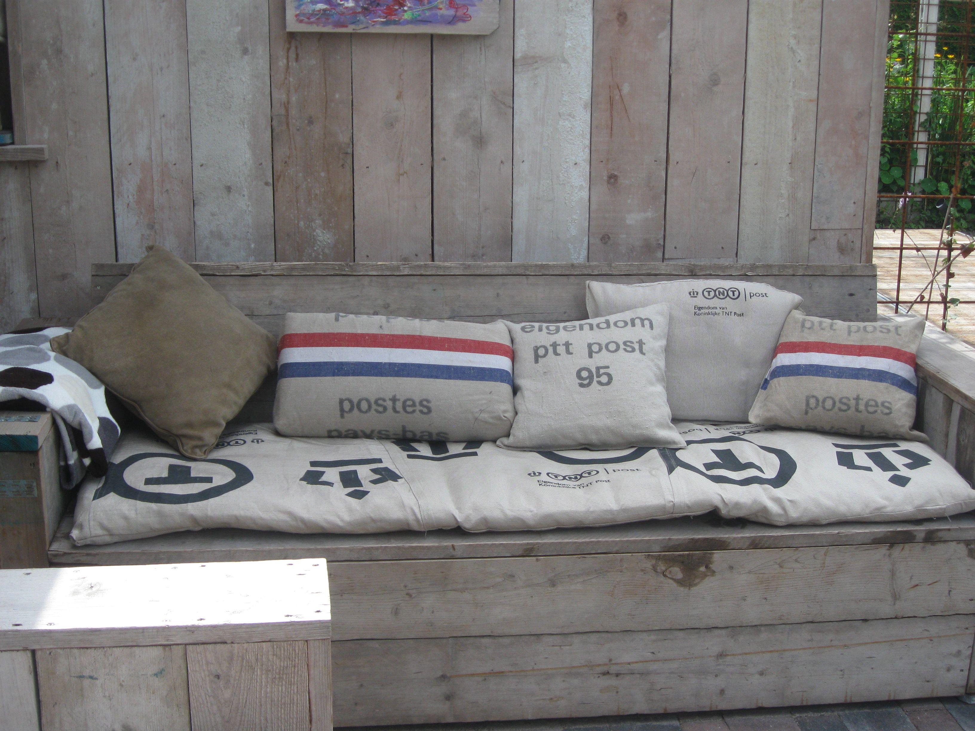 Pallet Bank Kussens : Creatieve huizen innemend pallet bank schuine leuning pallet bank