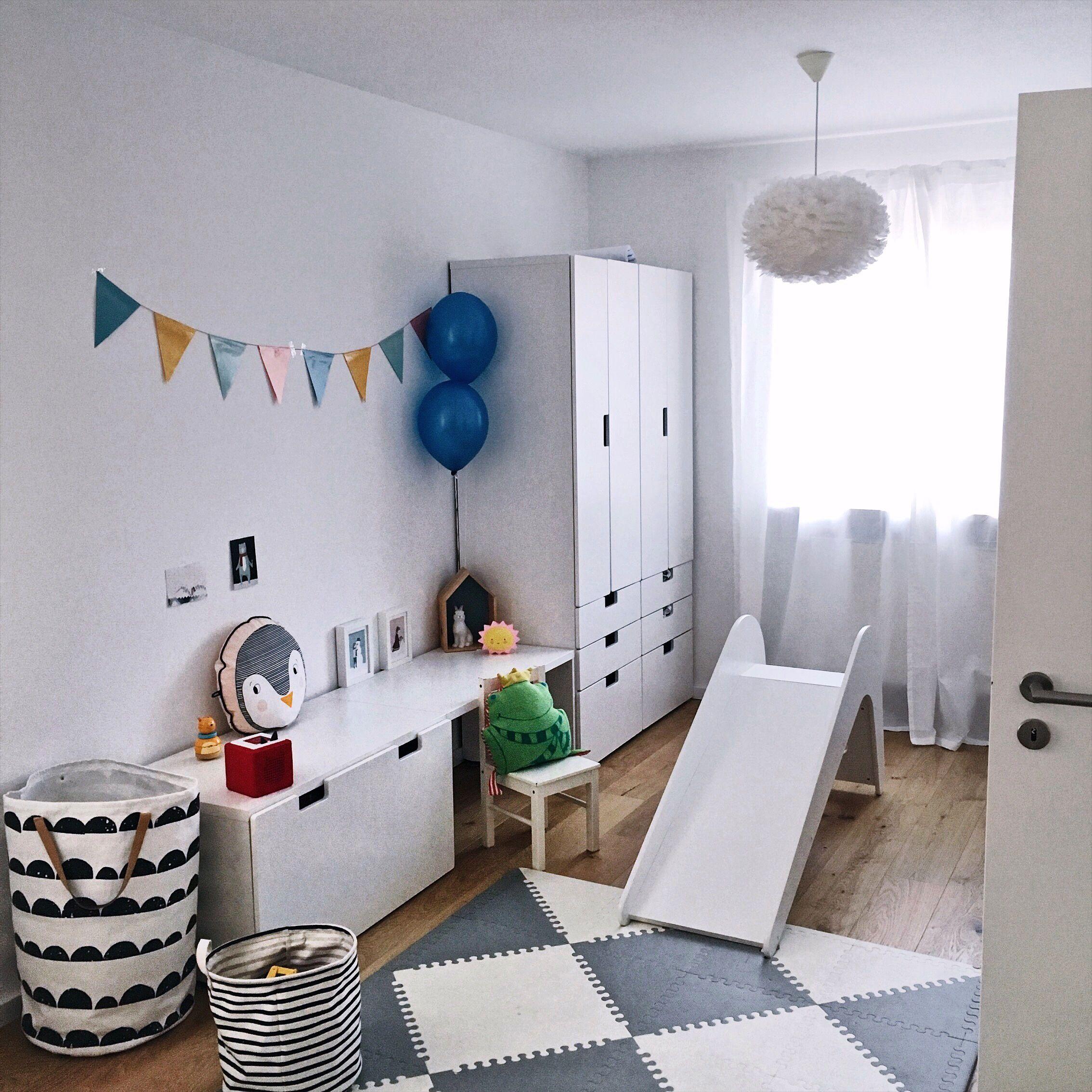 Kinderzimmer für Kleinkinder. Die Rutsche ist der Renner