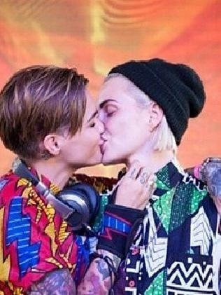 Čierna lesbičky obrázok