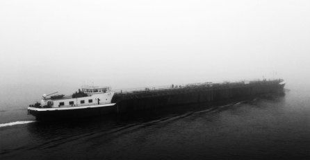 Binnenschiffahrt im Nebel