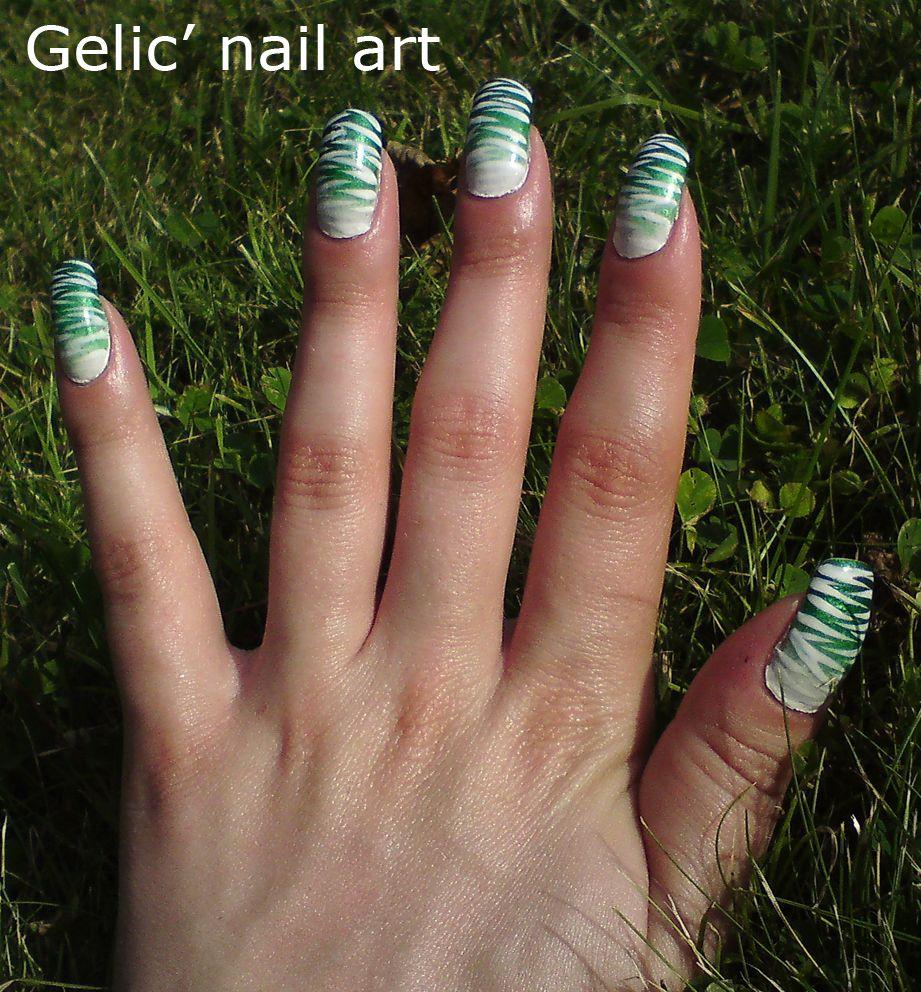Nail Art Zebra Stripes: Zebra Stripes Fading Into Gradient Nail Art In White And