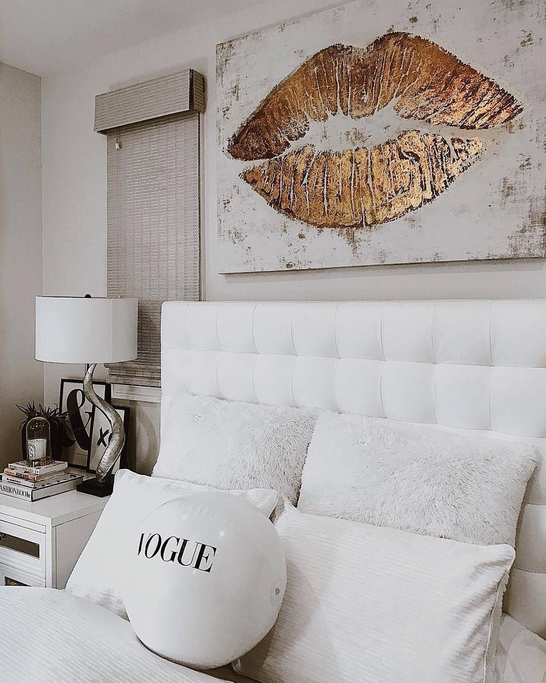Modern bedroom| Vogue bedroom| Gold art| Lip art| wall art ...