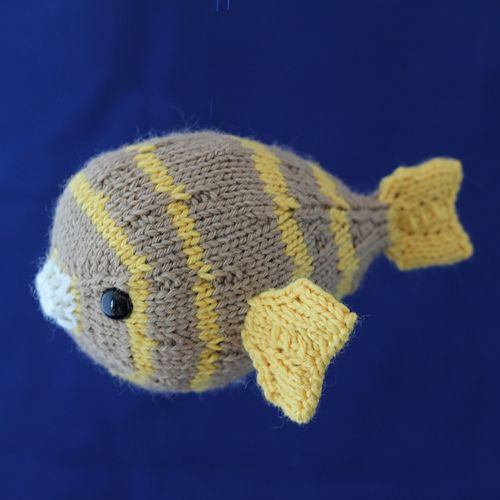 Note: this pattern is the fourth in the Summer of Sea Creatures Series. Join us in the Yarnigans Knits group here on ravelry and tag your instagrams #summerofseacreatures. Enjoy!