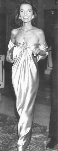 Lee Radziwill (la sœur cadette de Jacqueline Kennedy Onassis) in Halston…