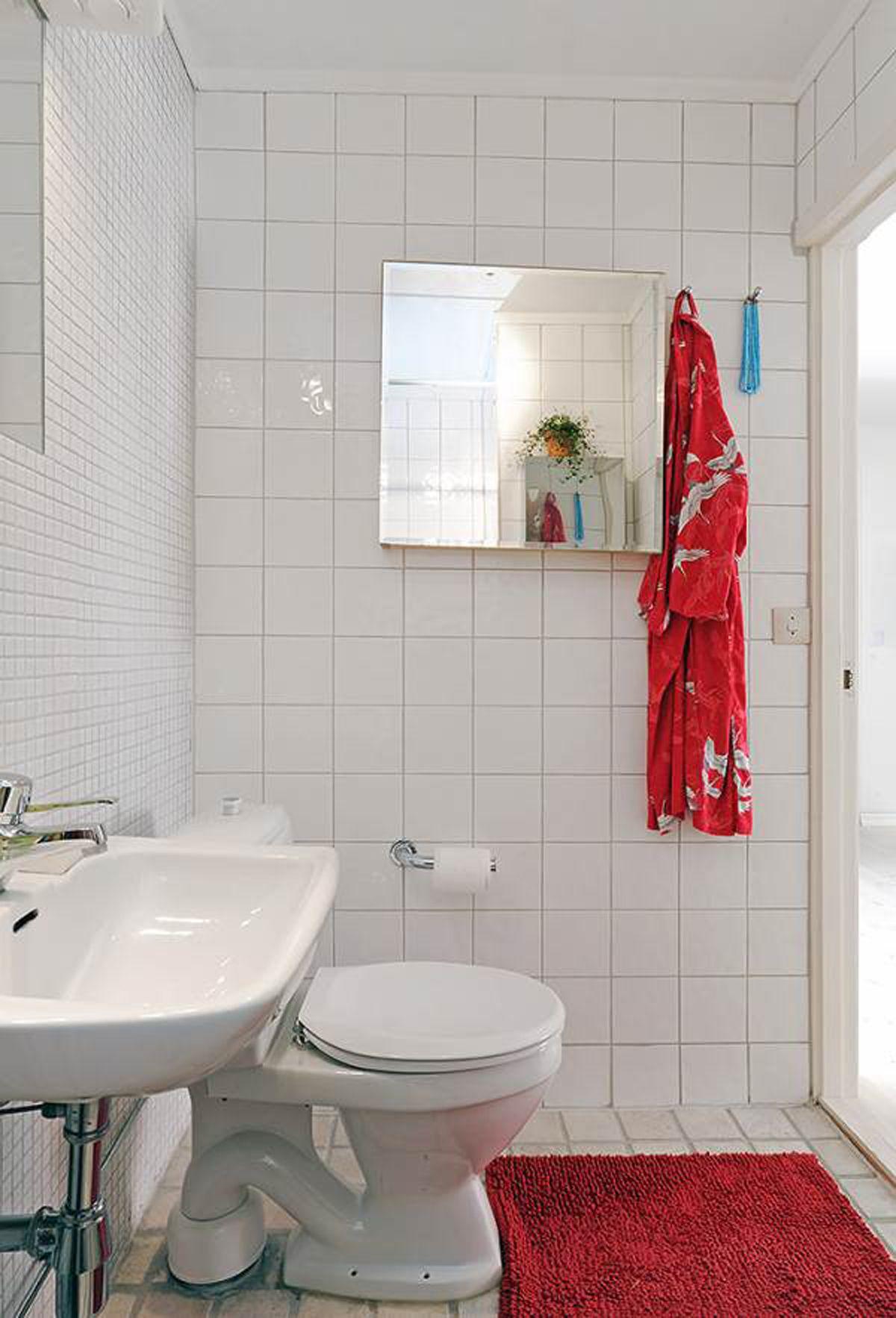 How To Make A Compact Bathroom Look Bigger Trendy Bathroom Tiles Bathroom Design Small Small Space Bathroom Design