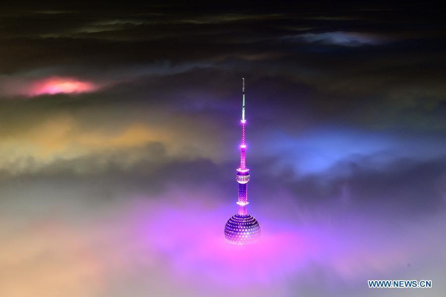 Magnificent scene: buildings amid heavy fog in Shanghai- China.org.cn
