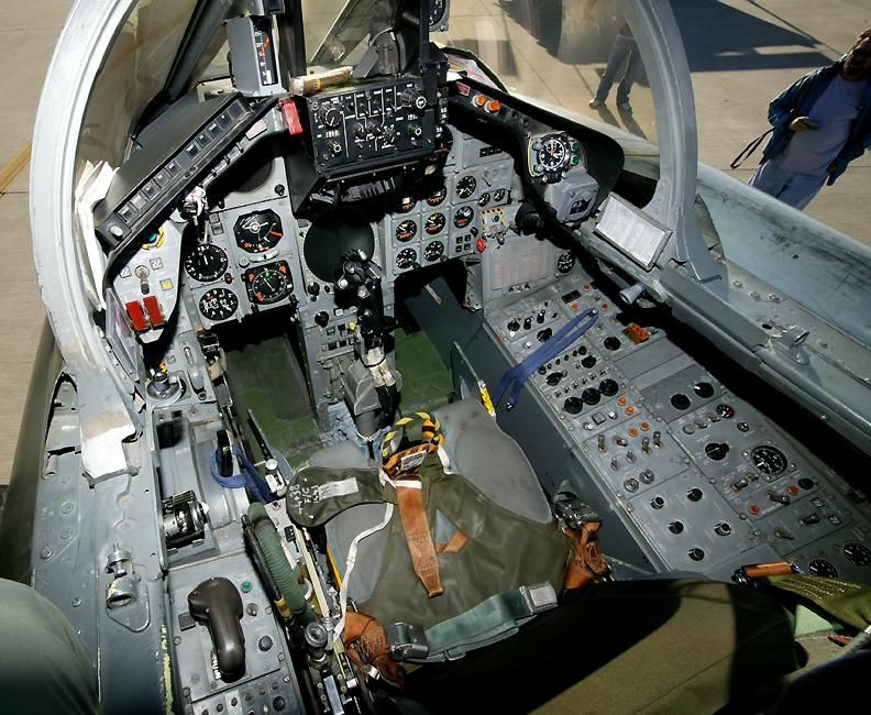 German air force tornado fighter bomber cockpit scale for Layout della cabina di log