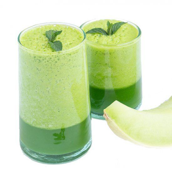 A Honeydew Melon Juice Smoothie with fresh sweet melon, apple juice, fresh baby greens and mint leaves– creating a summer drink! #honeydewsmoothie A Honeydew Melon Juice Smoothie with fresh sweet melon, apple juice, fresh baby greens and mint leaves– creating a summer drink! #honeydewsmoothie