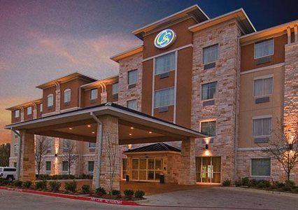 The Comfort Suites hotel in Arlington, TX is near AT&T Stadium, Six Flags Over Texas and Six Flags Hurricane Harbor. Enjoy free breakfast, free Internet.