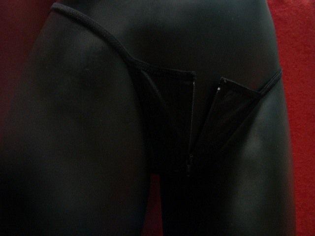 Hilo negro con cremallera al frente Precio: ¢6.000