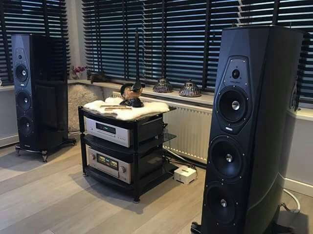 Sonus Faber Amati Futura and Accuphase E-470 Integrated