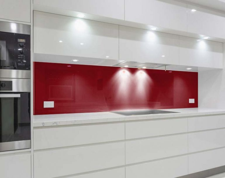 Glas Küchenrückwand rot / dunkelrot, als Spritzschutz und - glas küchenrückwand fliesenspiegel