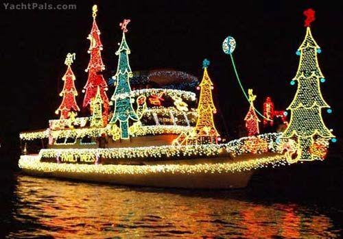 Boats At Christmas Yachtpals With Xmas Lights