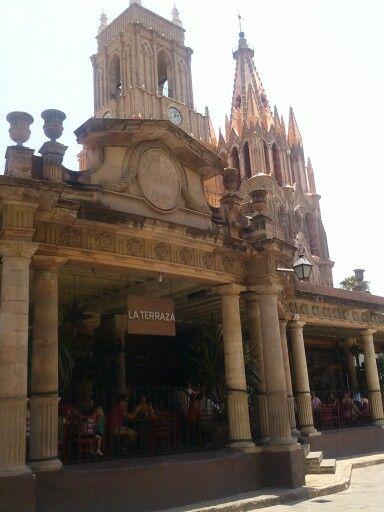 La Terraza Y Parroquia De San Migiel San Miguel De Allende