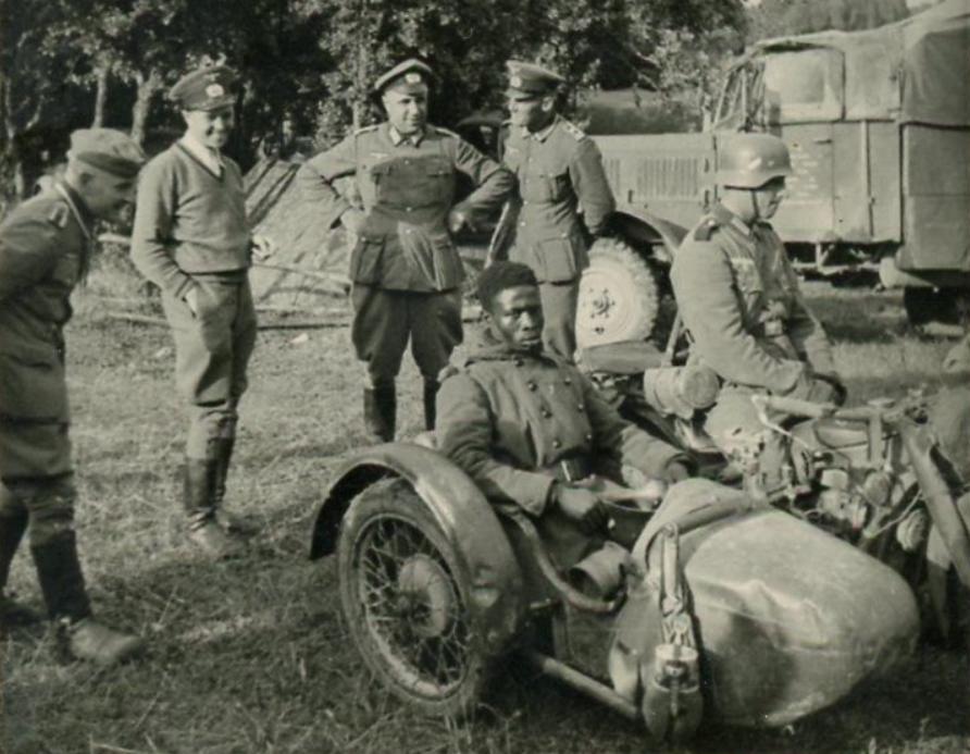 Как немецкие солдаты оценивали своих союзников и противников во ... | 693x892