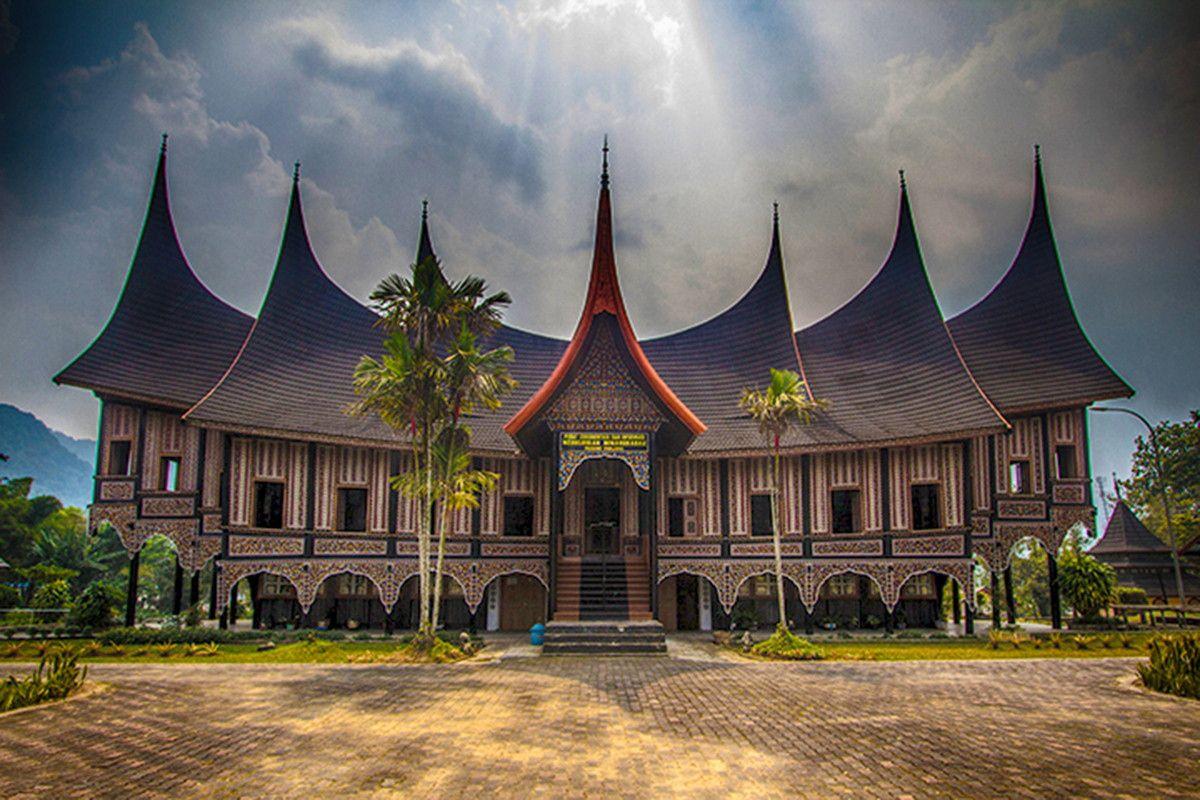 Rumah Adat Minang Kabau