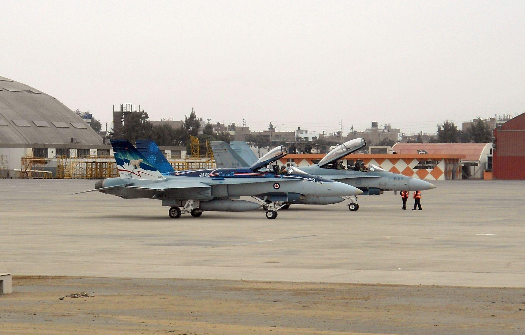2 F-18 Hornet en de la Fuerza Áerea Canadiense en la Base Áerea Lima-Callao(Perú),minutos antes de la puesta en marcha de motores | Hispaviación 2.0