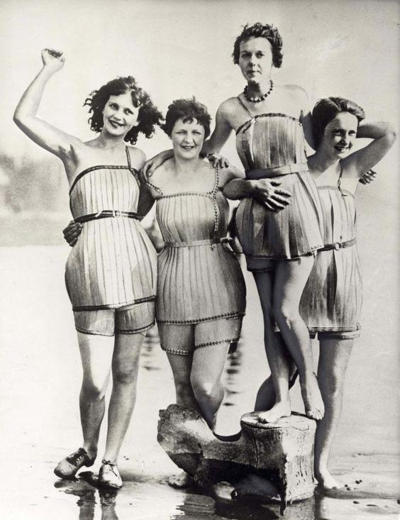 Antiguos De 1925Vestidos Madera Baño Trajes OywNv8n0m