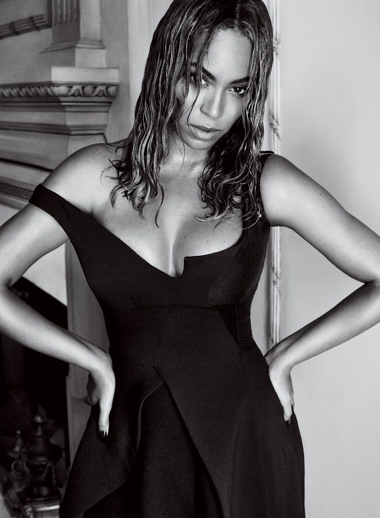 Sexy in black Beyonce for Vogue US September 2015.