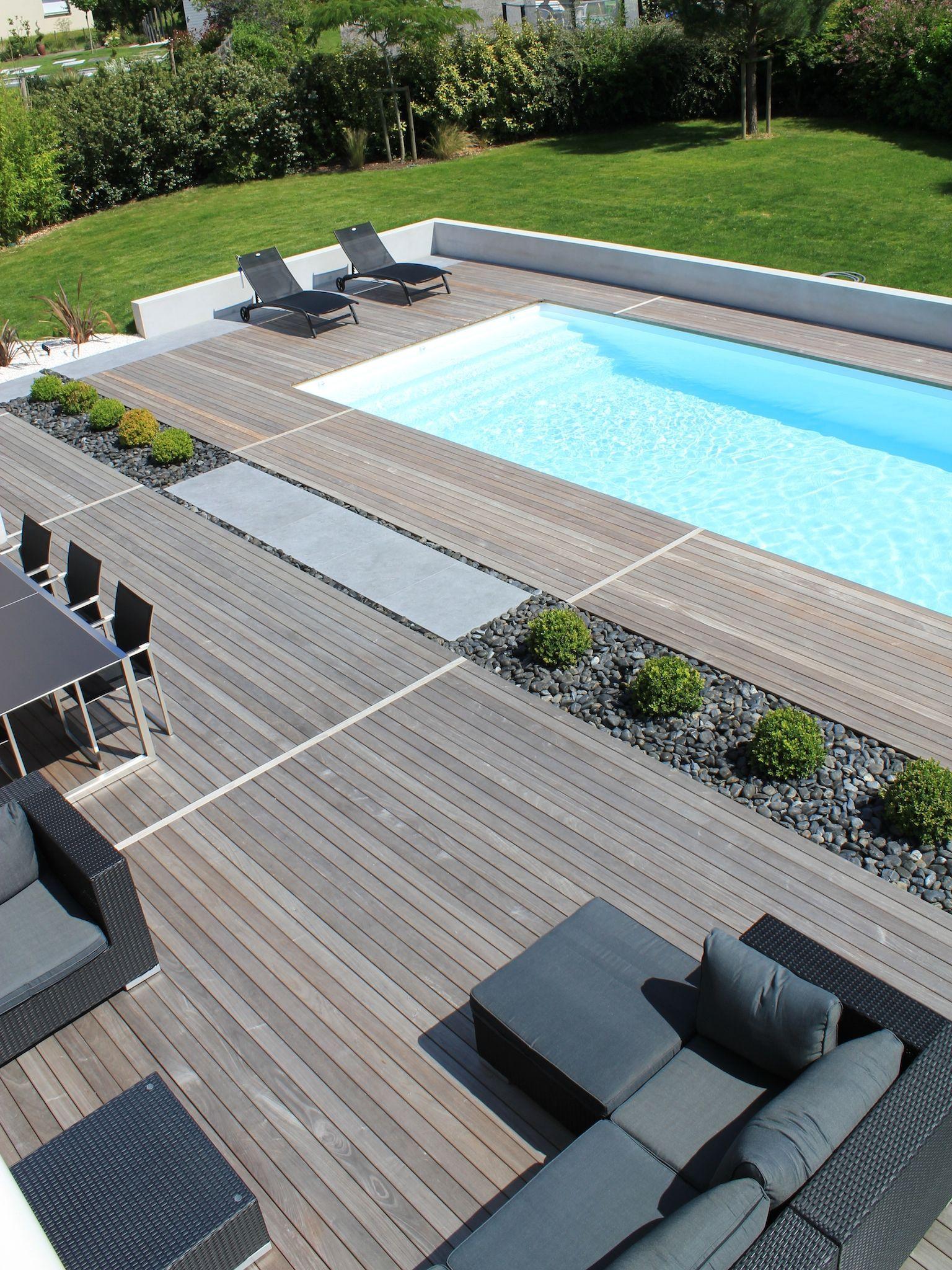la piscine paysag e par l 39 esprit piscine 9 5 x 4 m rev tement blanc escalier droit sur la. Black Bedroom Furniture Sets. Home Design Ideas