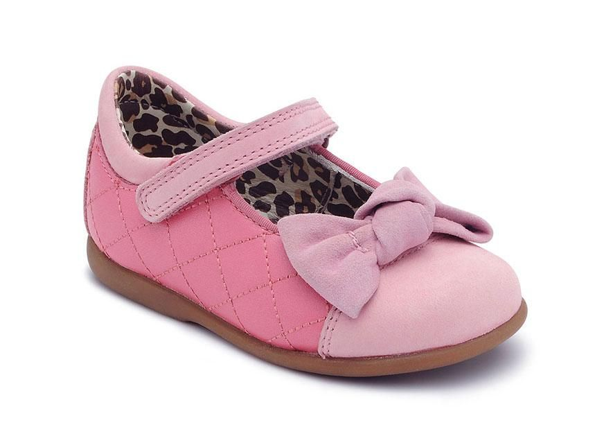 Belle casual and comfortable girls shoes. Easy wear but durable for a comfortable fit.