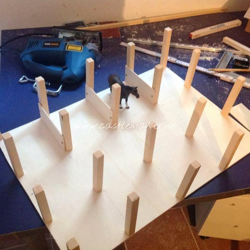 diy wir bauen einen schleich pferdestall reithalle schleich pferdestall pferdestall und pferde. Black Bedroom Furniture Sets. Home Design Ideas