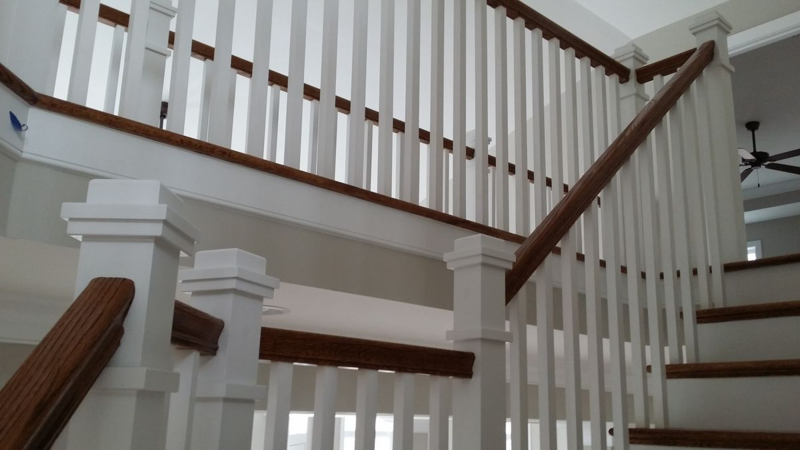Best Painted Boxed Newels And Square Balusters With Stained 640 x 480